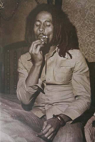 http://prayingtodarwin.files.wordpress.com/2009/02/bob_marley__smoking_.jpg